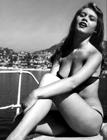 Actrices en bikini Tumblr_l2a4q6j6qd1qzy8r9