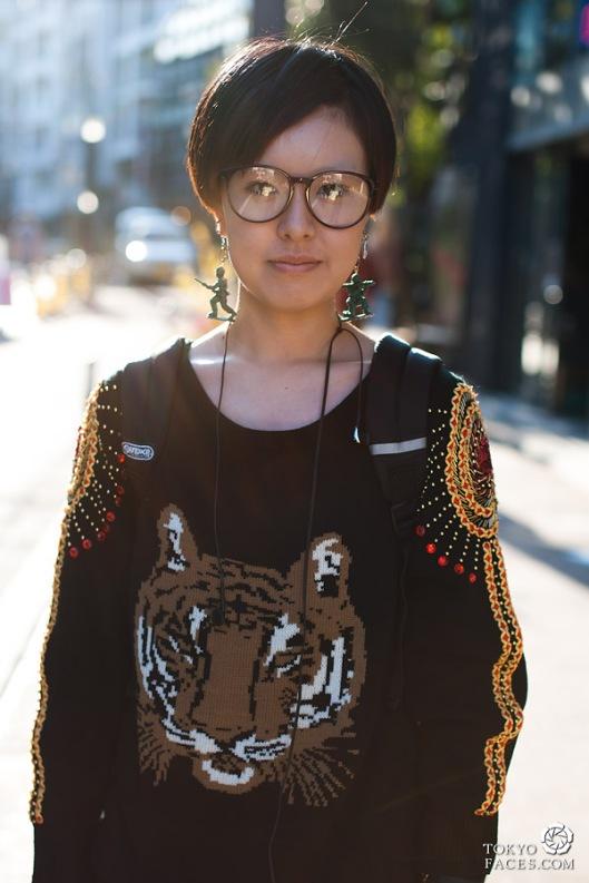 streetstyle-girl-homemade-earrings