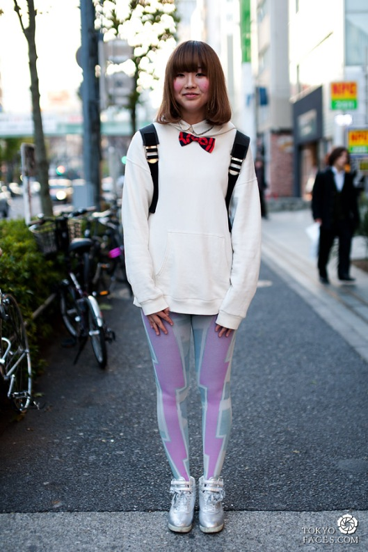 streetstyle-japanese-girl-bowtie-tights-1