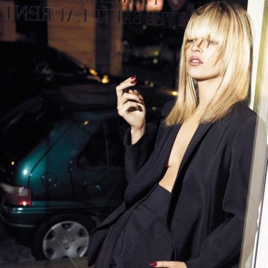 Yves-Saint-Laurent-designs-the-Le-Smoking-tuxedo-suit