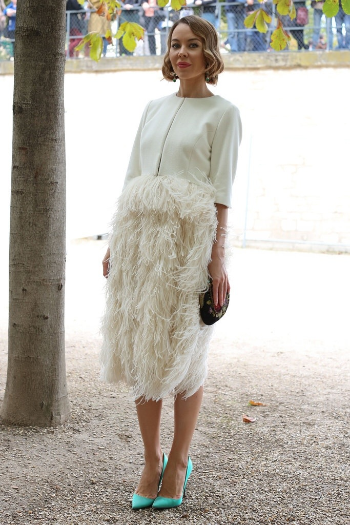 feathers, white, dress, street style