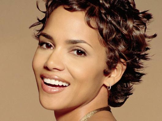 Halle-Berry-pixie-Cut-Hairstyle-2010