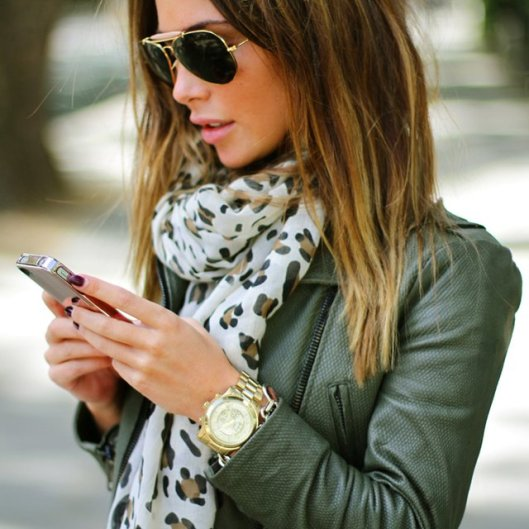 street-style-aviators-green-leather-jacket-leopard-scarf-gold-watch