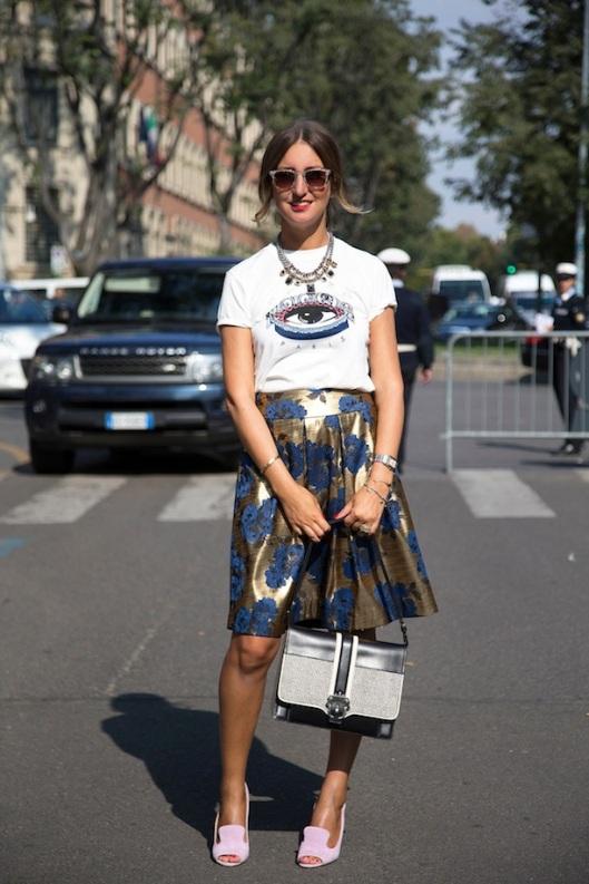 STREET STYLE GRAPHIC TEE AND PRINTS Elena Braghieri