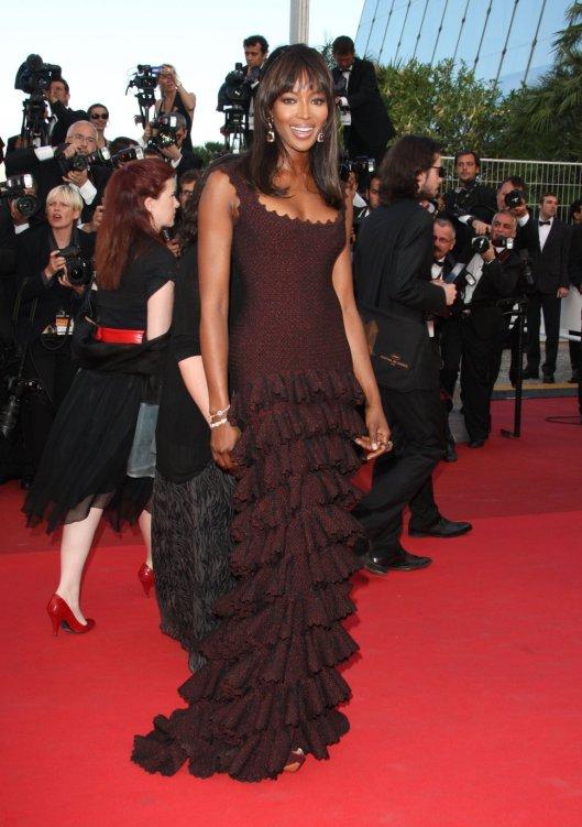 naomi_campbell_burgundy_dress