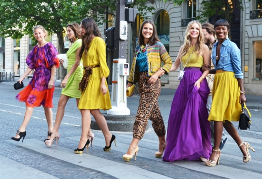 row-of-colorful-women-streetstyle-_-glitterandpearls_com_
