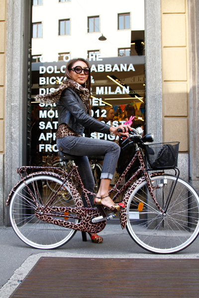 dolce-and-gabbana-ss12-animalier-bicycle-event_yuri-ahn-animalier-bicycle