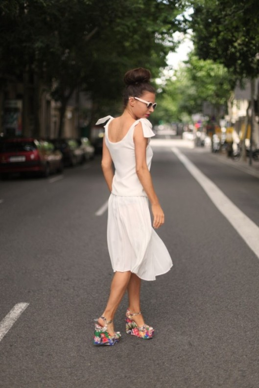 Little-White-Dress-Fashion-Blogger-Street-LWD-Floral-Platforms-Summer-Fashion-600x900